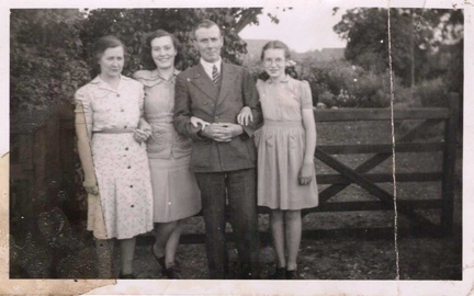 Percy and Sarah Bloy with their daughters Doreen and Beryl