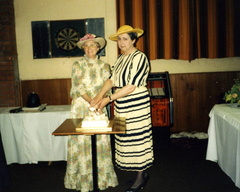 WI President Mrs Olga Ransom (l) with County Chairman