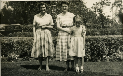Sisters Elsie Rowe & Eva Blackburn and Hazel Blackburn