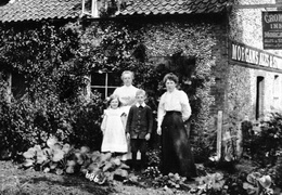 Susannah Linge outside the Crown Inn (back left) with Aunt Laura (Frank Linge's wife) and, possibly, their children Annie and Fred